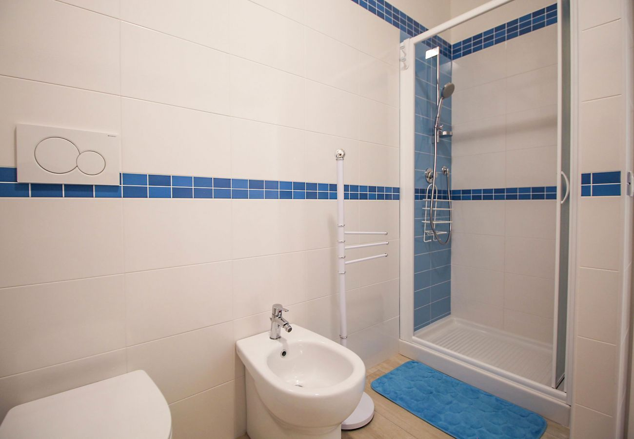 Ferienwohnung Ancora in Marina di Grosseto - Die geräumige Dusche