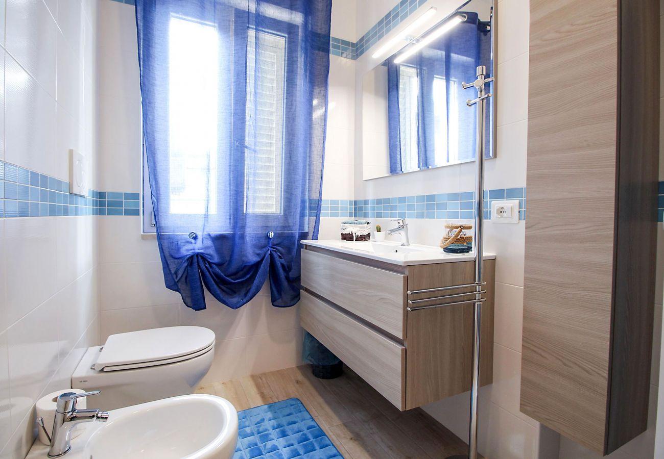 Marina di Grosseto -Wohnung Il Timone - Das helle Badezimmer