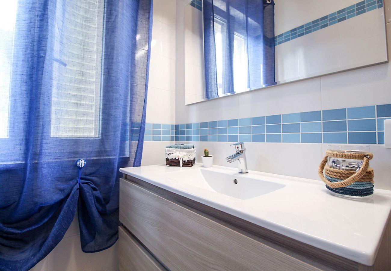 Marina di Grosseto -Wohnung  Il Timone - Das blaue Badezimmer