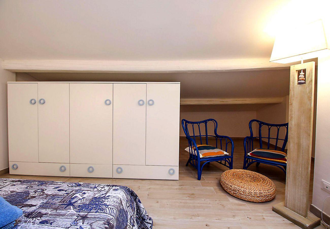 Marina di Grosseto-Wohnung Il Timone - Details des Zimmers auf dem Dachboden
