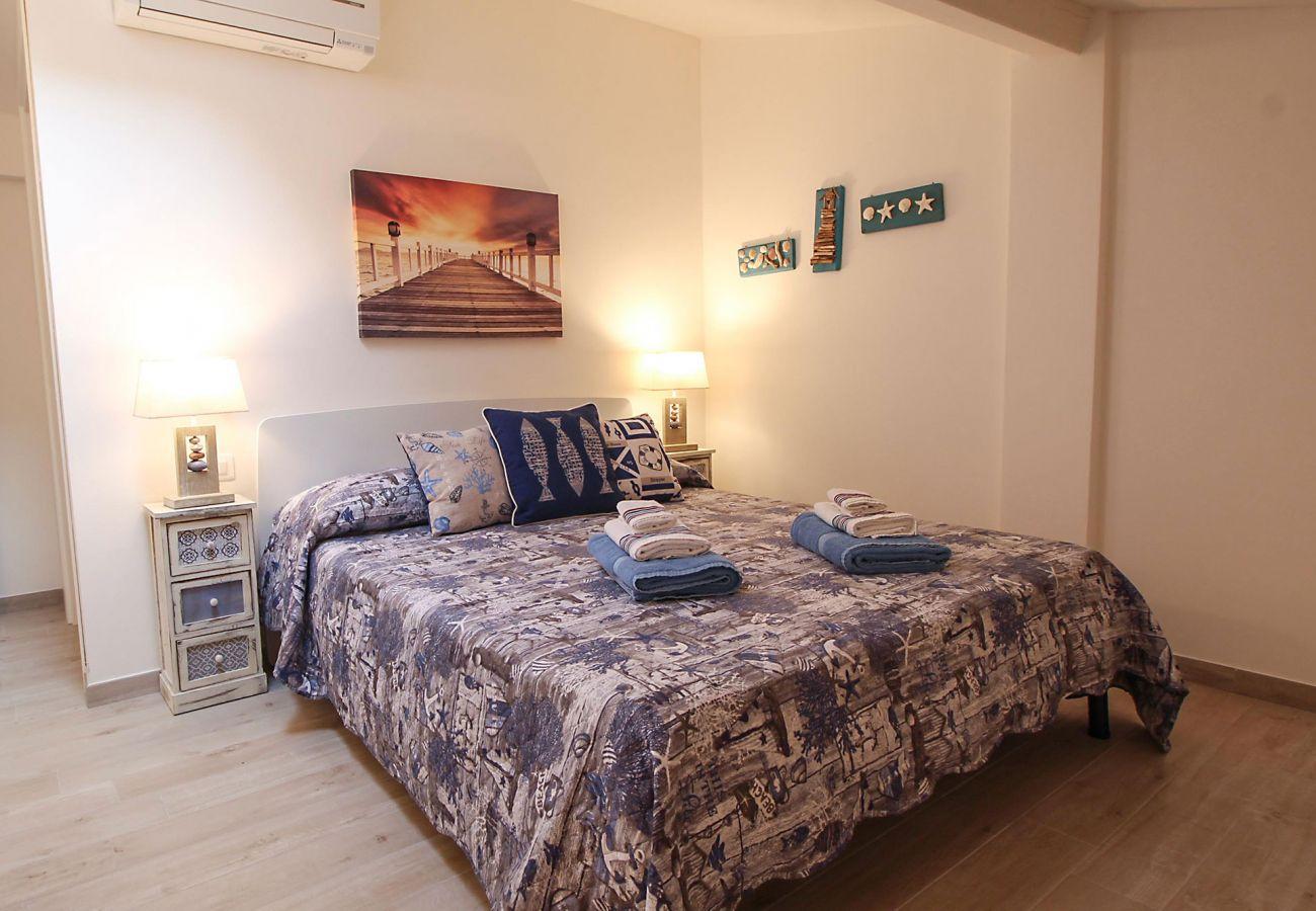 Marina di Grosseto-Il Timone Apartment-Das Schlafzimmer mit Klimaanlage