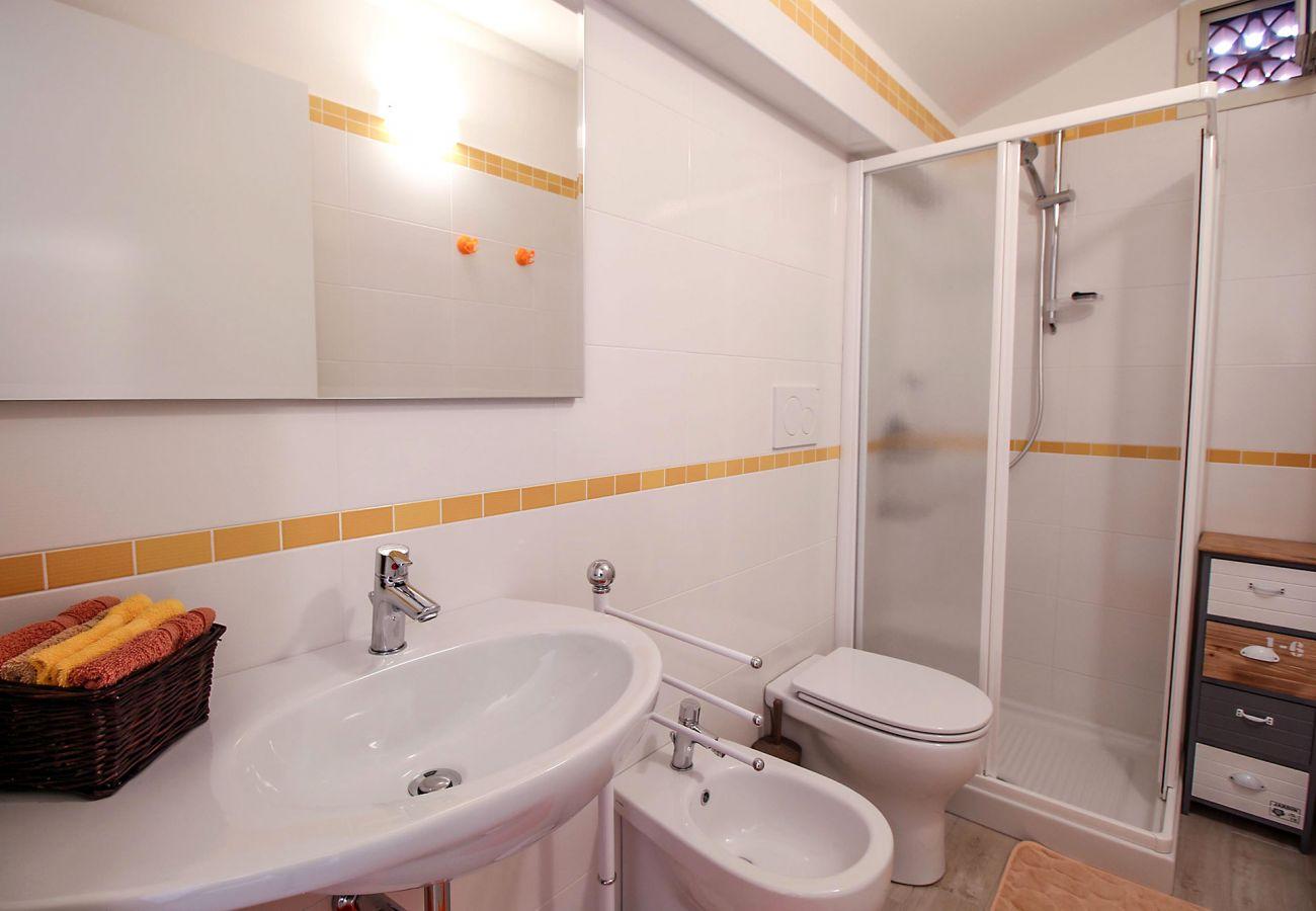 Marina di Grosseto - Wohnung Il Timone - Das gelbe Badezimmer