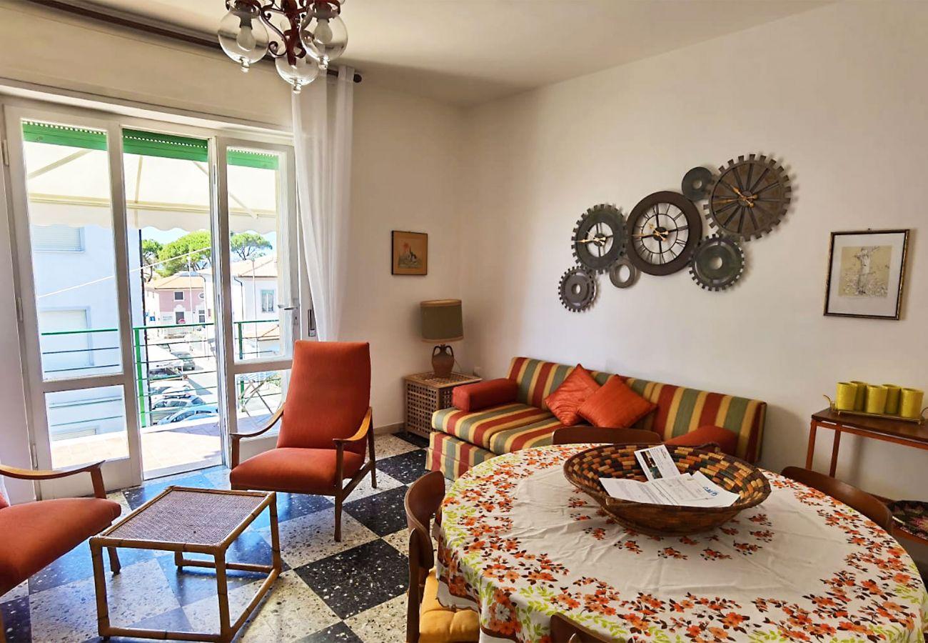 Castiglione della Pescaia - Wohnung  Anna - Das Sofa im Wohnzimmer