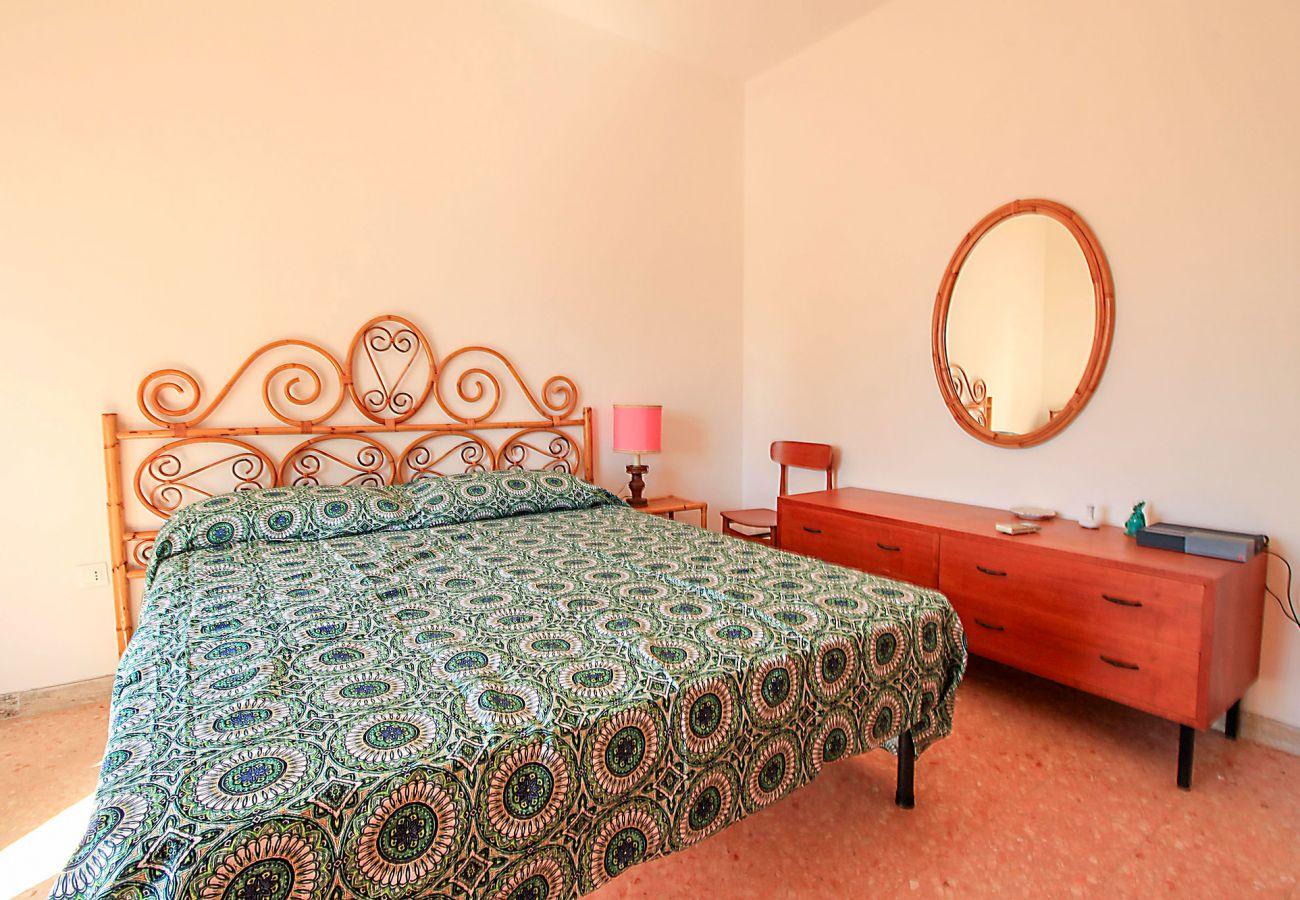 Castiglione della Pescaia- Wohnung Anna Das Schlafzimmer mit Doppelbett - Details