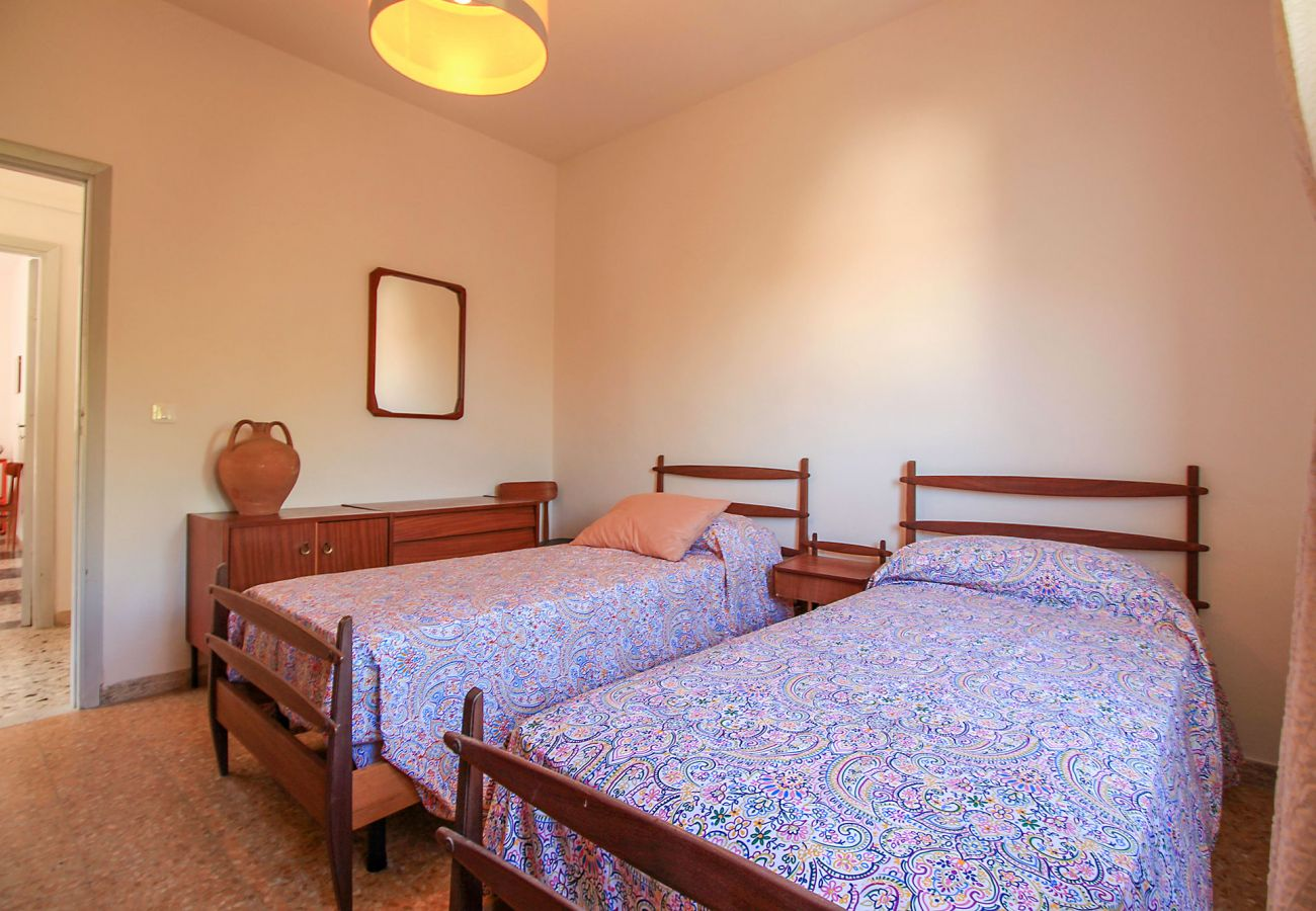 Castiglione della Pescaia-Wohnung Anna-Das Zimmer mit zwei Betten - Details