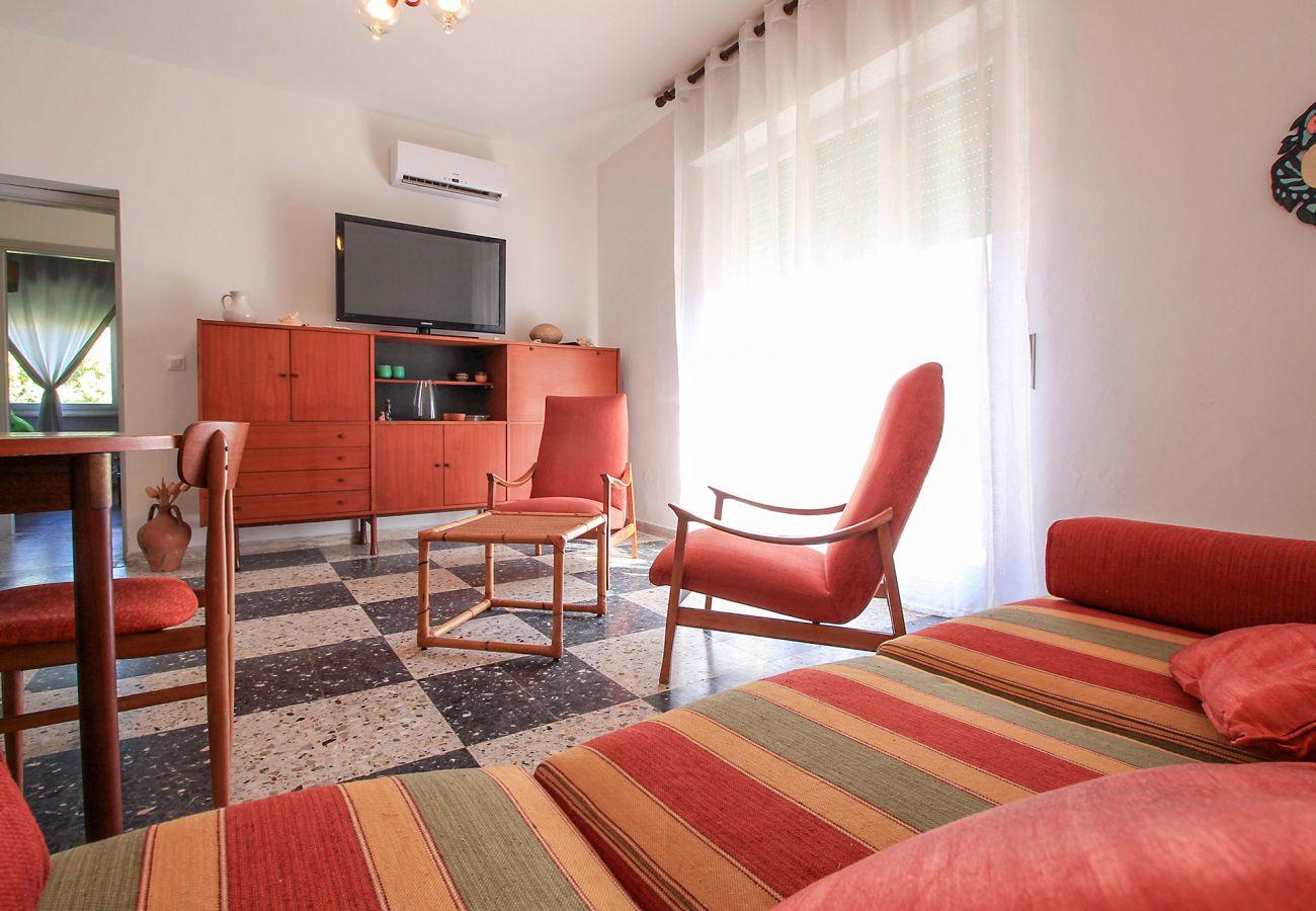 Castiglione della Pescaia - Wohnung Anna - Das Wohnzimmer mit TV