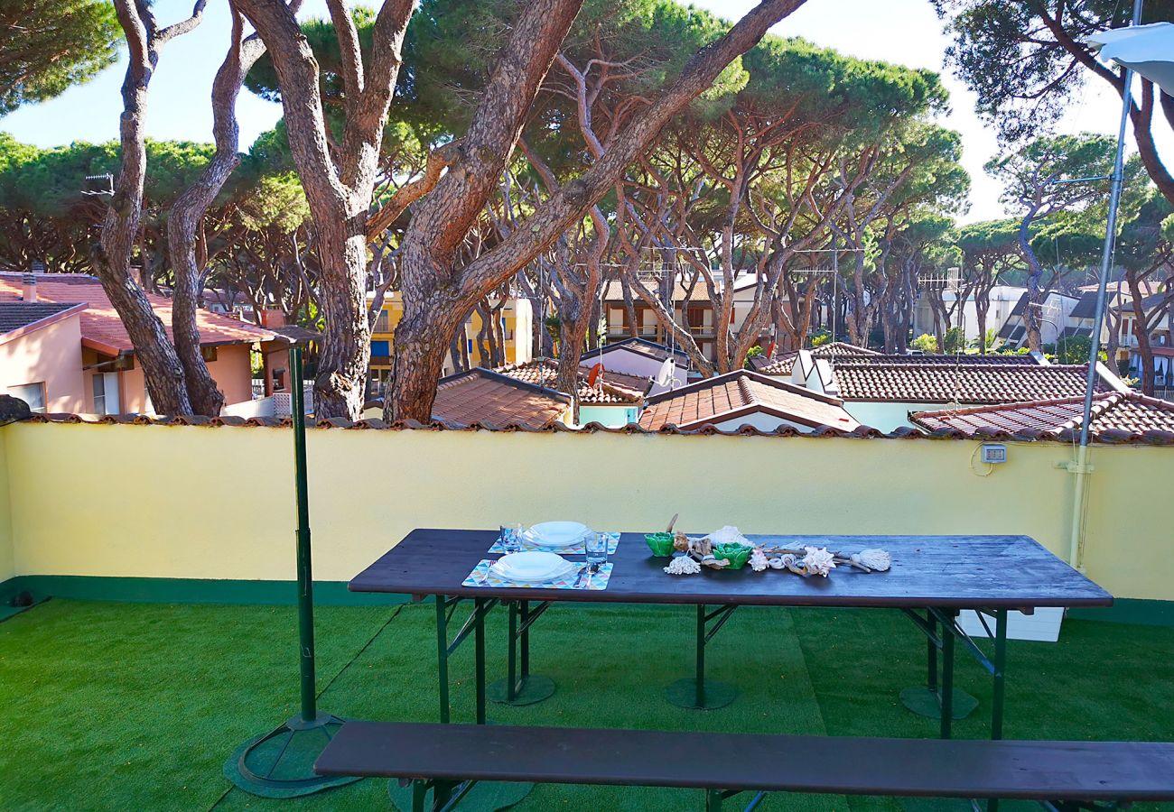 Marina di Grosseto-Wohnung Lavanda - Mittagessen auf der Terrasse