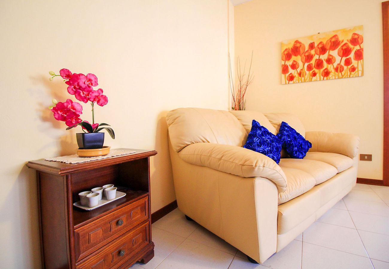 Appartement Porto S. Stefano-Pozzarello - Détail du salon