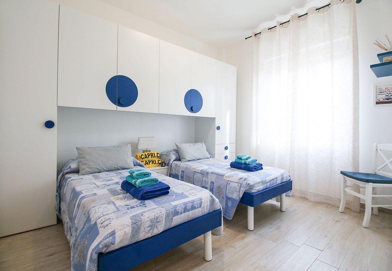 Marina di Grosseto-Appartamento Il Timone - La colorata camera dei ragazzi