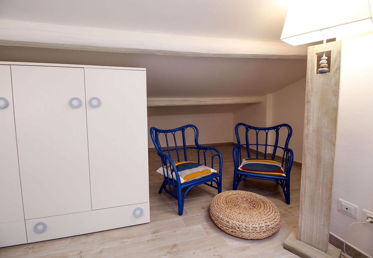 Marina di Grosseto-Appartamento Il Timone- La  camera da letto in mansarda