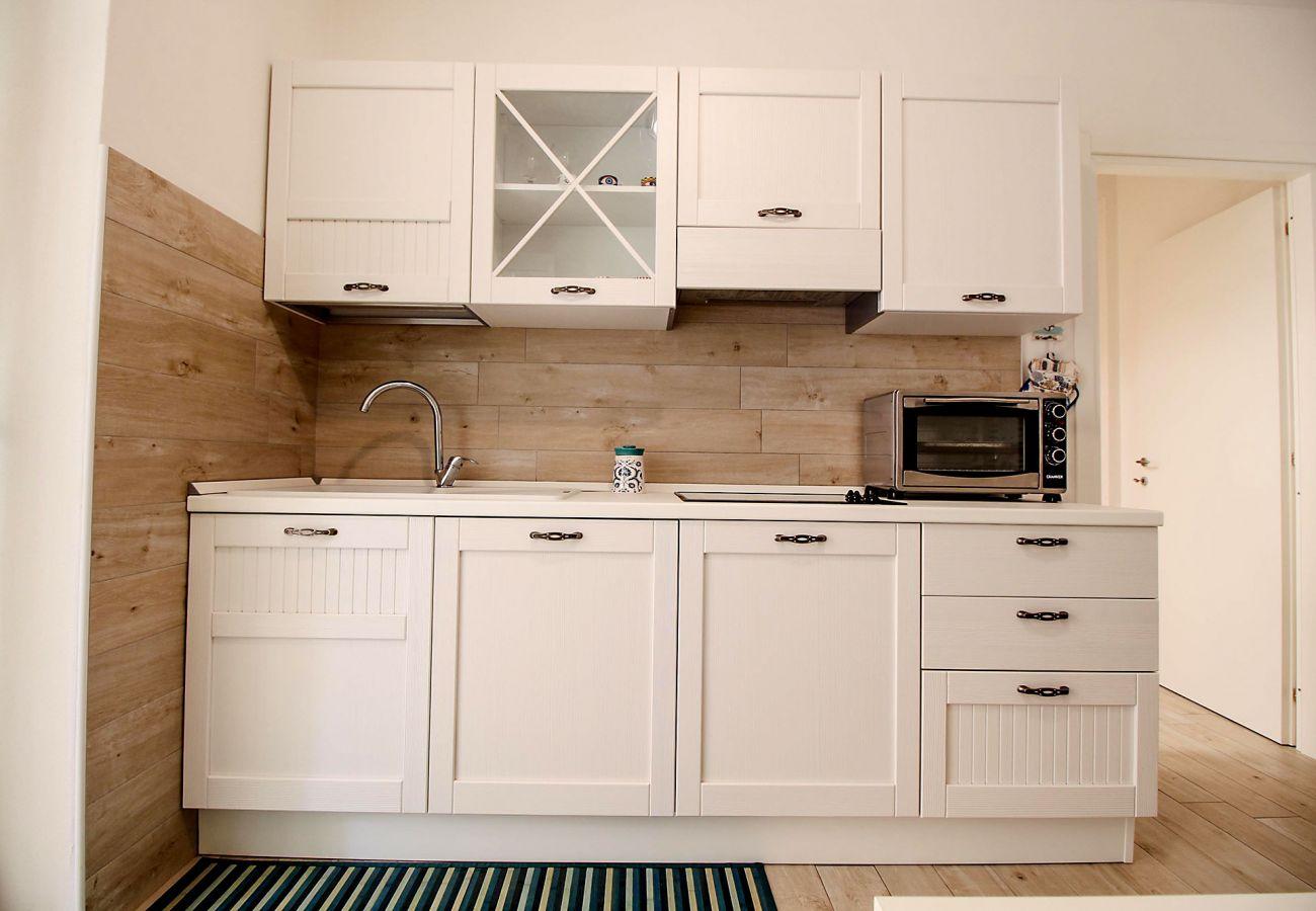 Marina di Grosseto - Appartamento L'Oblò - La cucina con lavastoviglie