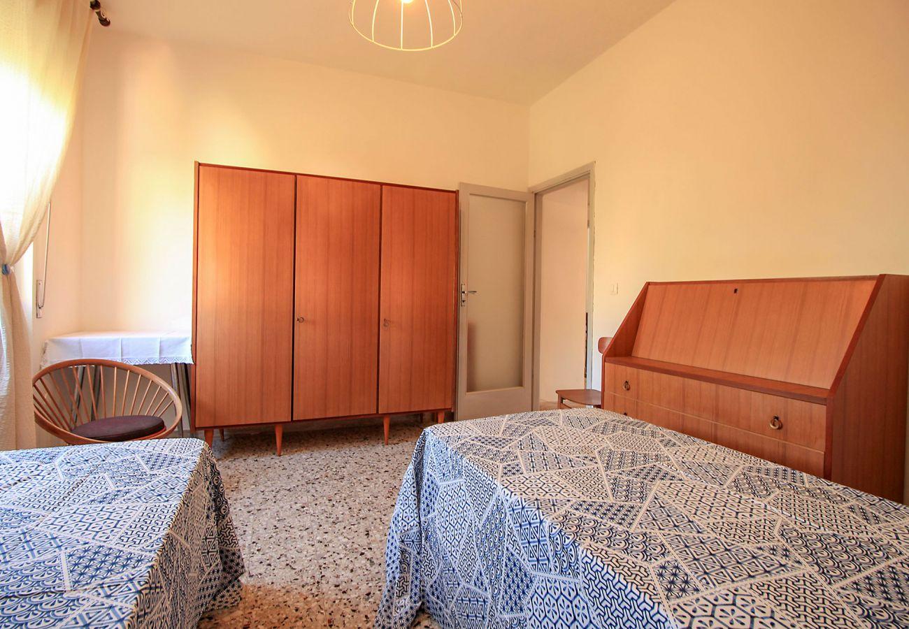 Castiglione della Pescaia-Appartamento Anna-Una delle tre camere da letto