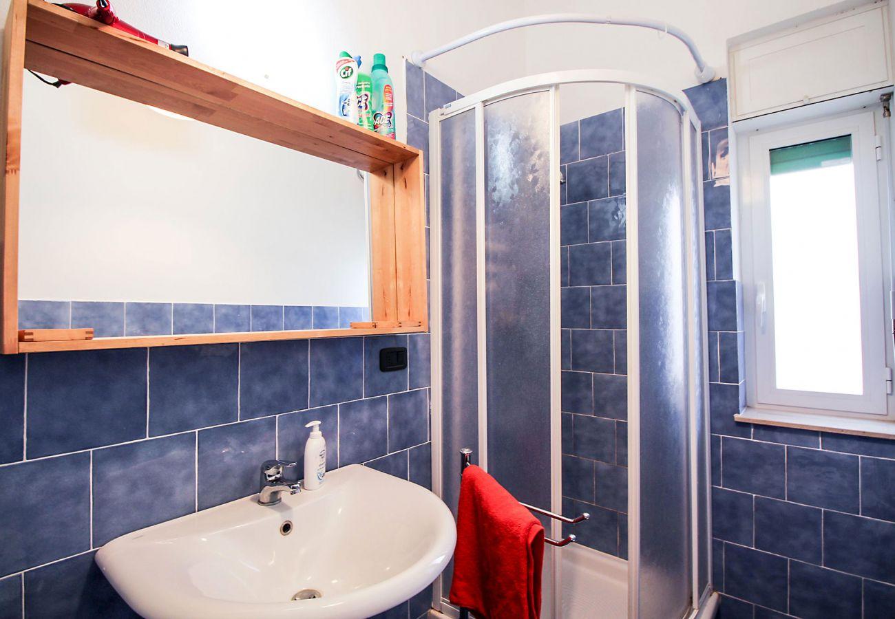 Marina di Grosseto - Appartamento Lavanda- L'ampia cabina doccia