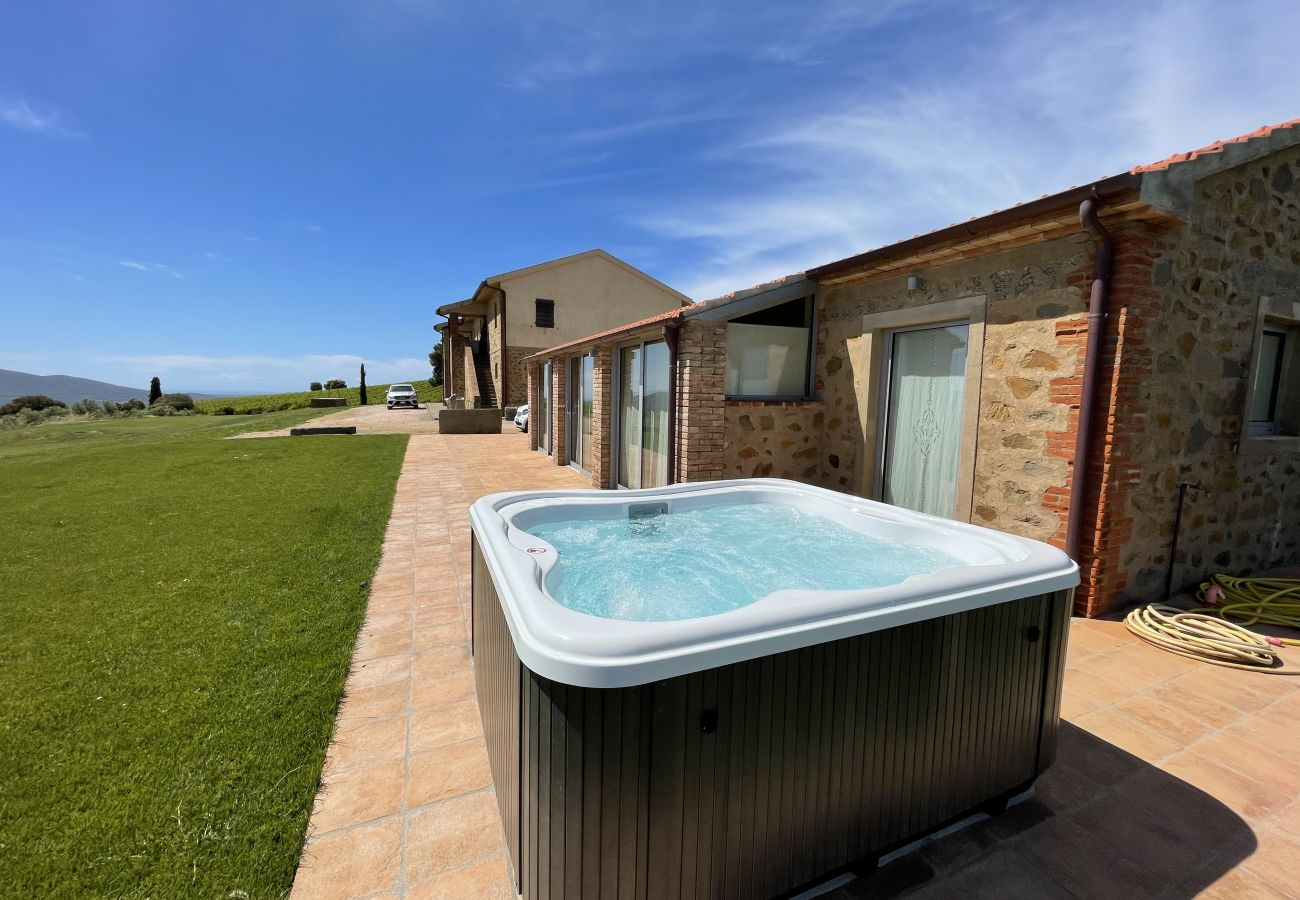 The Jacuzzi on the terrace of the Casa La Centurina in Tuscany