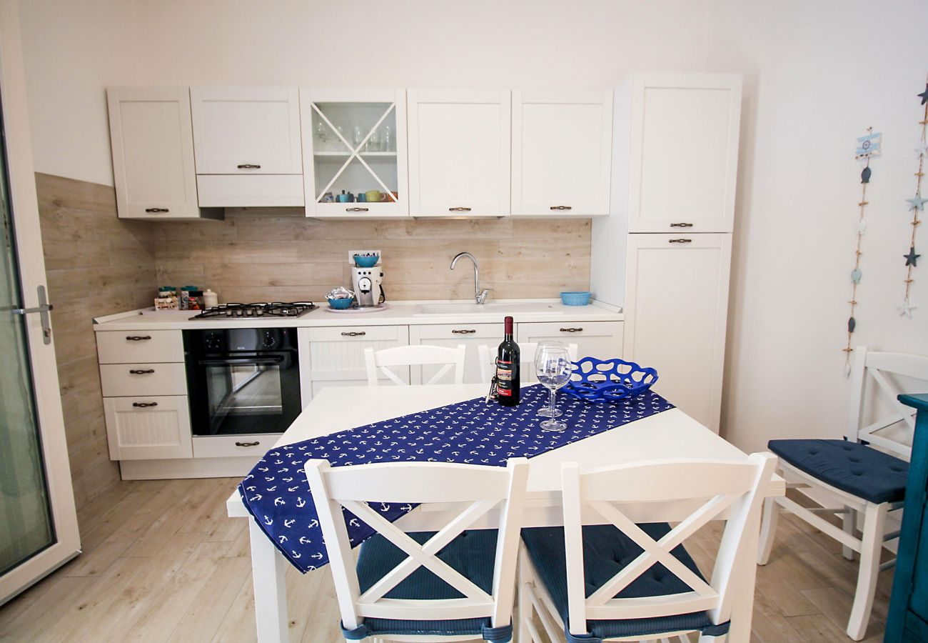 Marina di Grosseto - Il Timone Apartment - The practical kitchen