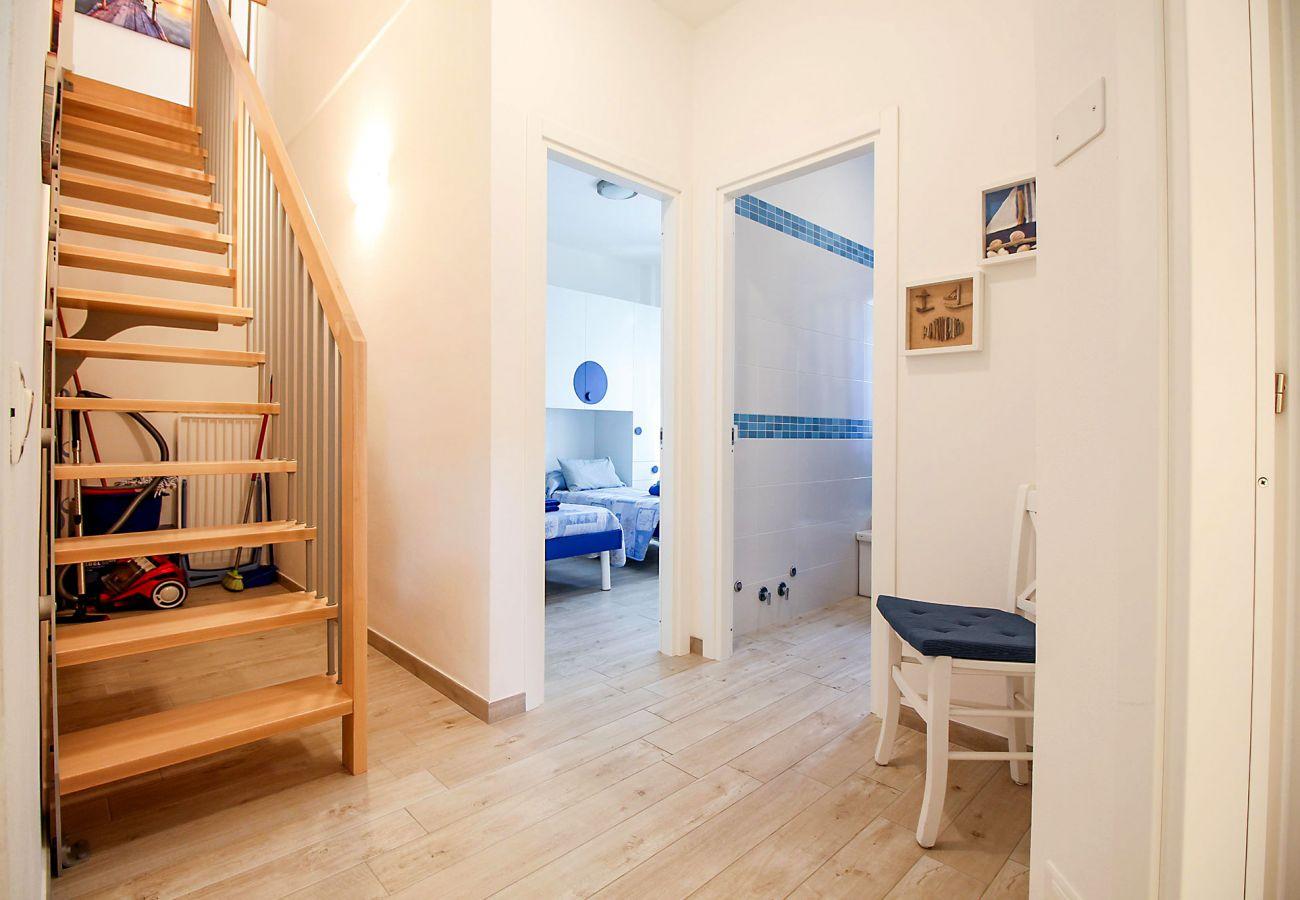 Marina di Grosseto-Il Timone Apartment - The internal staircase