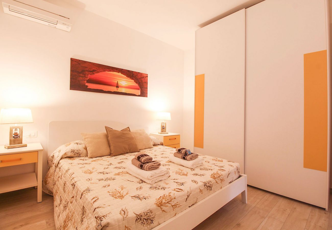 Marina di Grosseto-L'Oblò Apartment-The air-conditioned bedroom