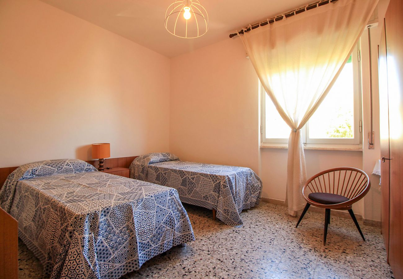 Castiglione della Pescaia - Anna Apartment - The second bedroom with two beds