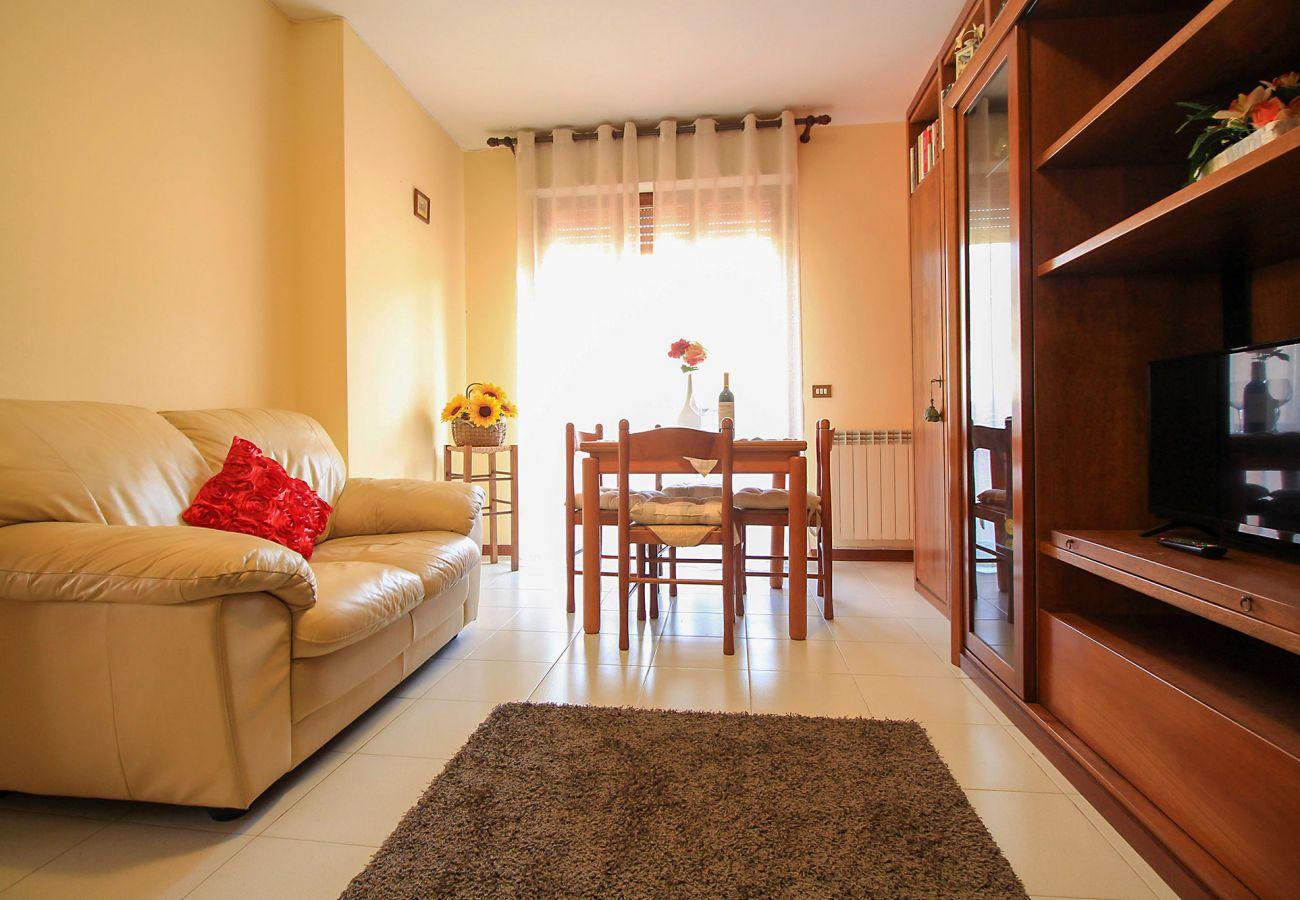 Porto S. Stefano-Pozzarello Apartment - The living room with TV