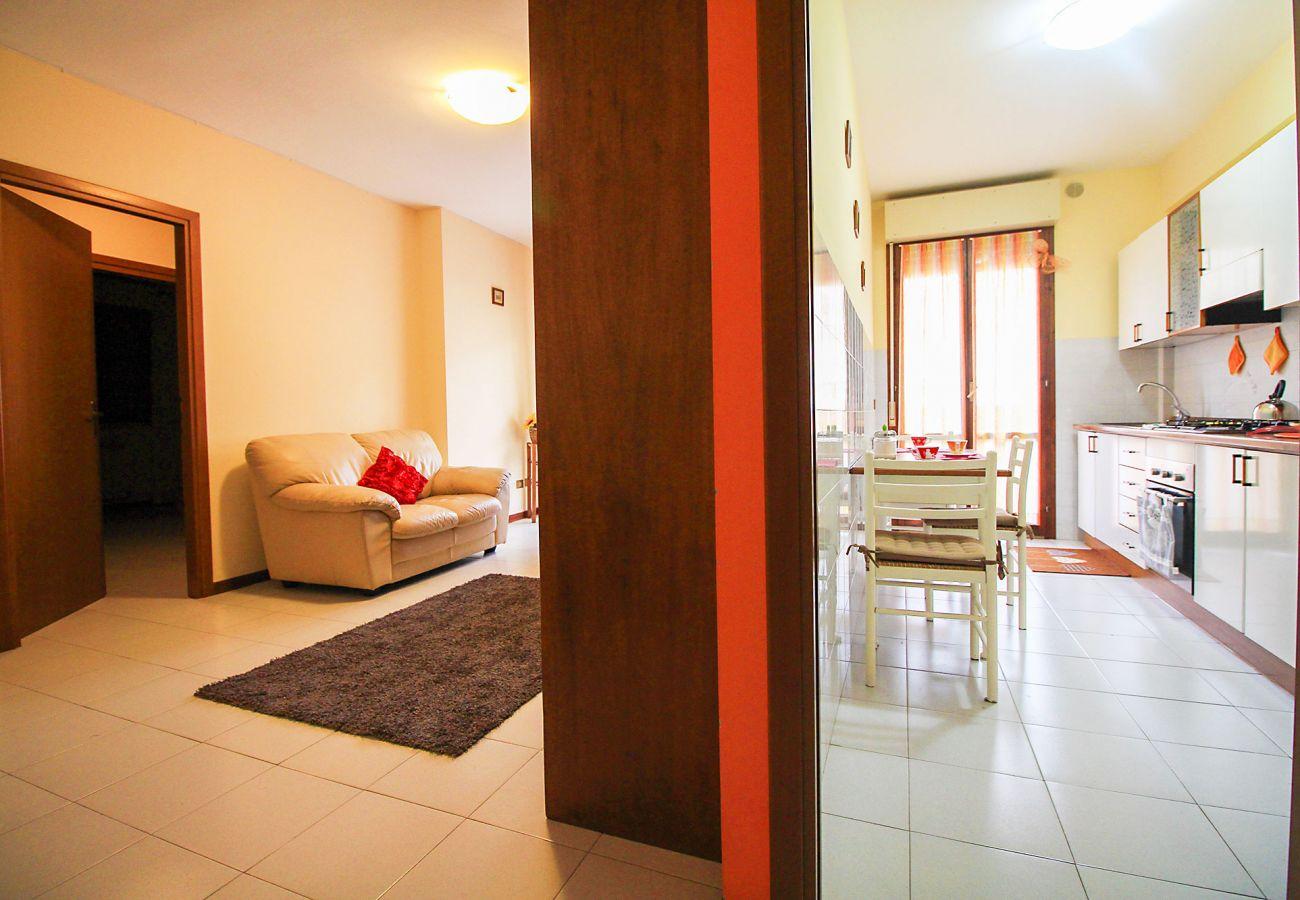 Porto S. Stefano-Pozzarello Apartment-The kitchen and the living room