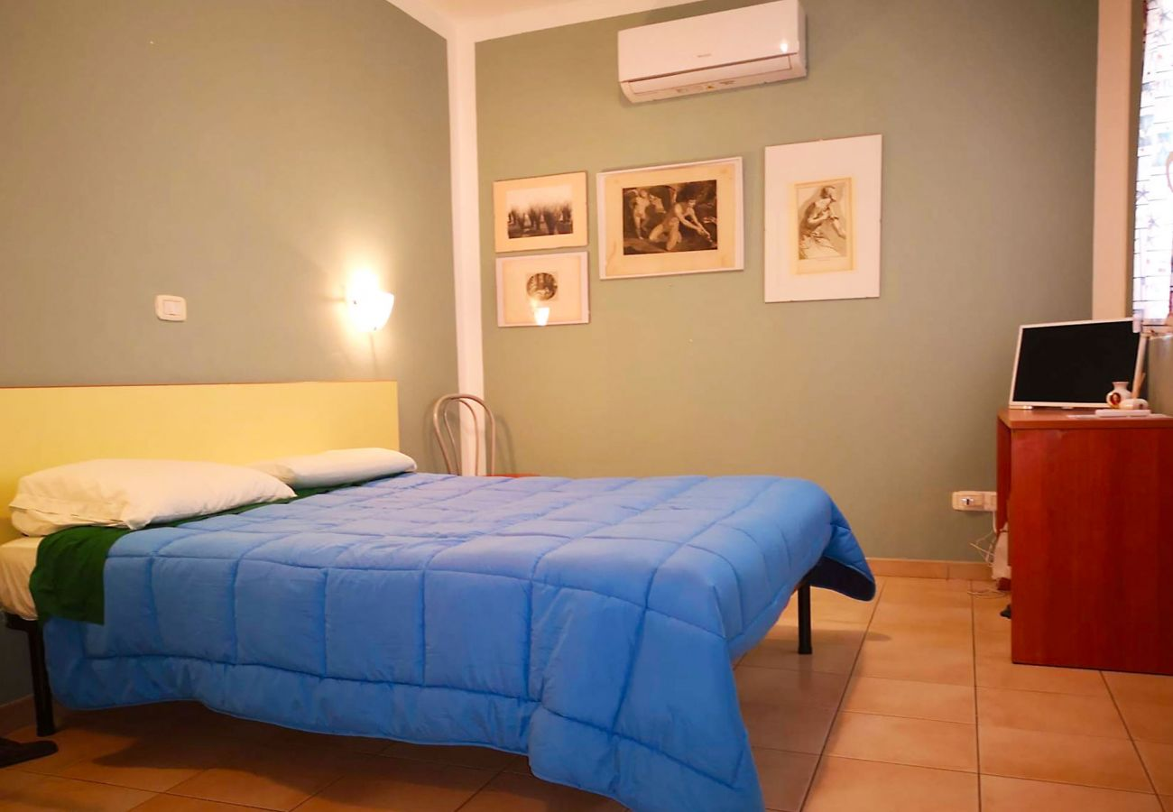 Principina mare- Apartment Bruno-The bedroom with air conditioning