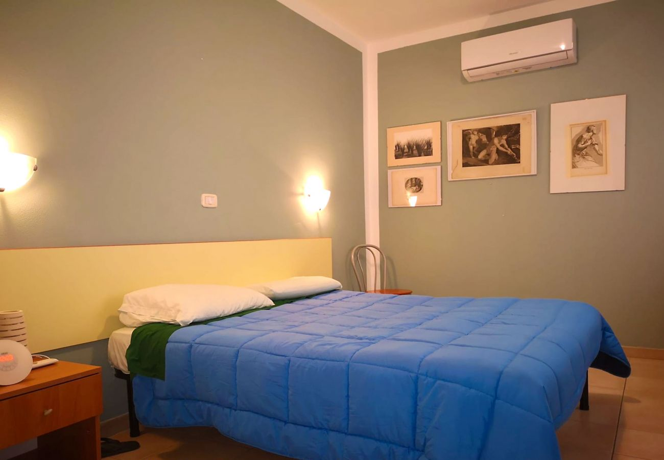 Principina Mare-Bruno Apartment- The air-conditioned bedroom
