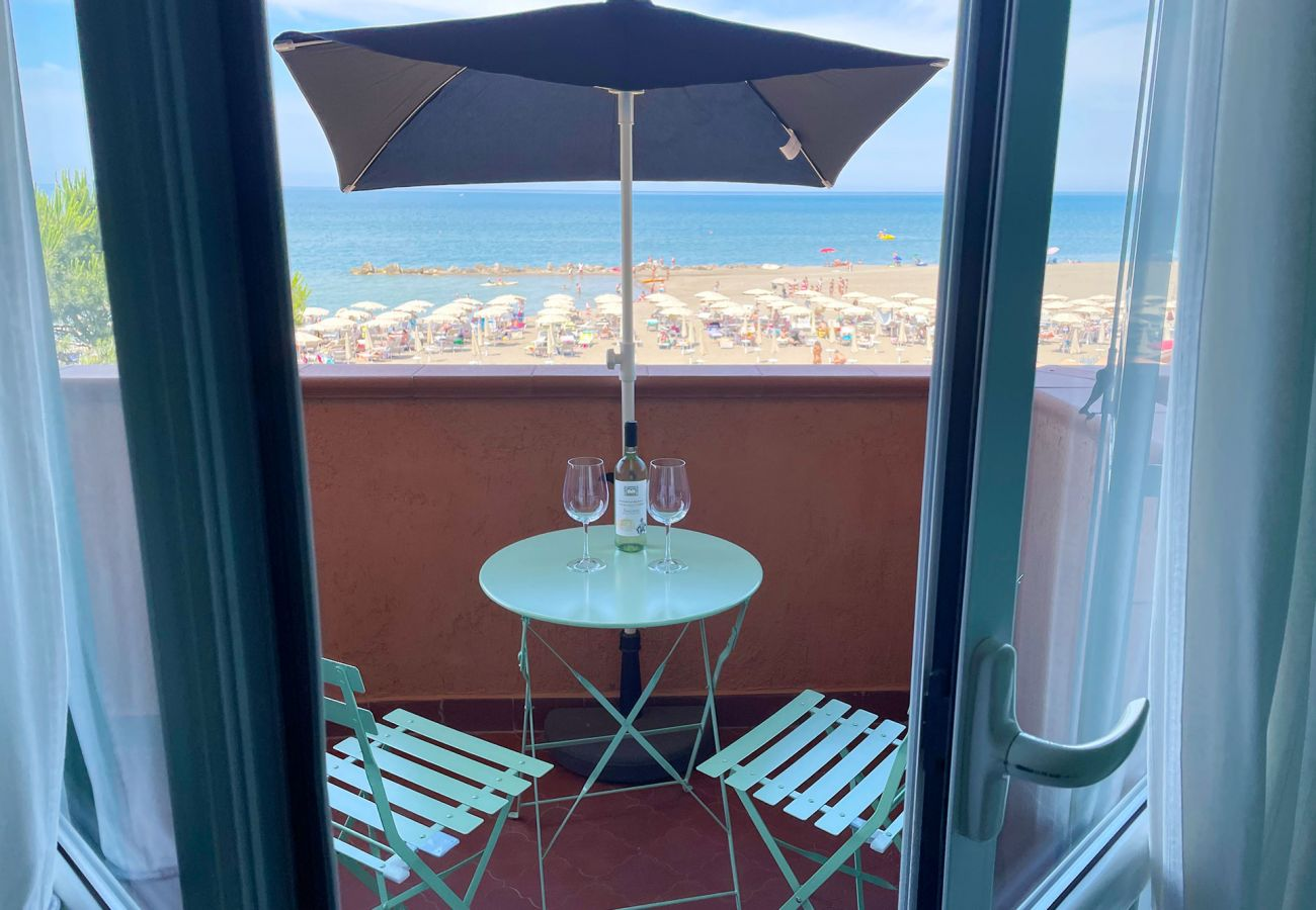 Balcony overlooking the sea at Giannella in Tuscany
