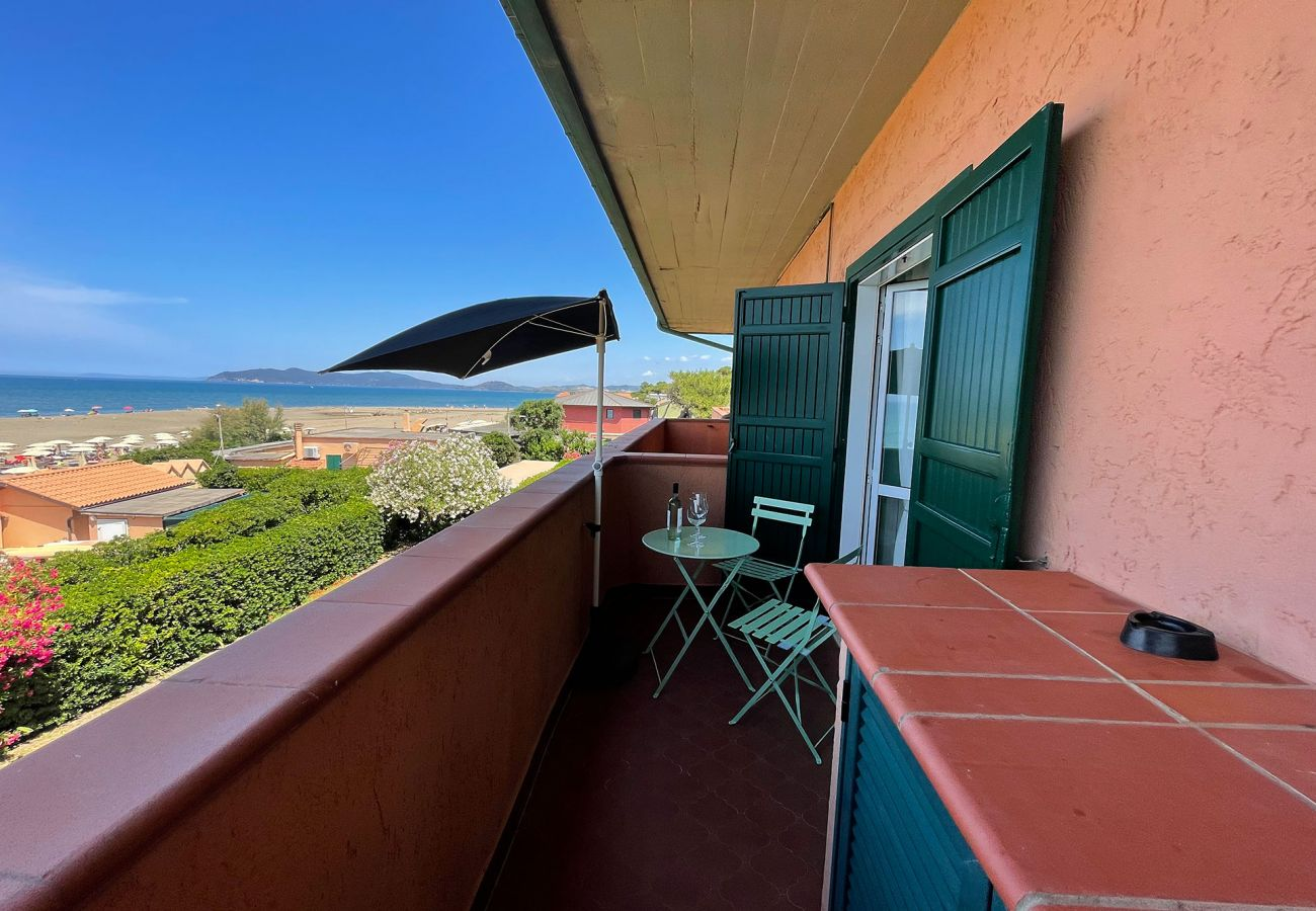 Apartment directly on the beach in Tuscany
